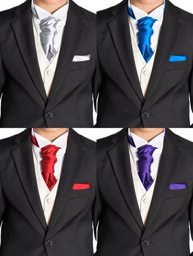 Một chiếc cravat tinh tế, đẹp đẽ làm quà tặng cho bố chồng.