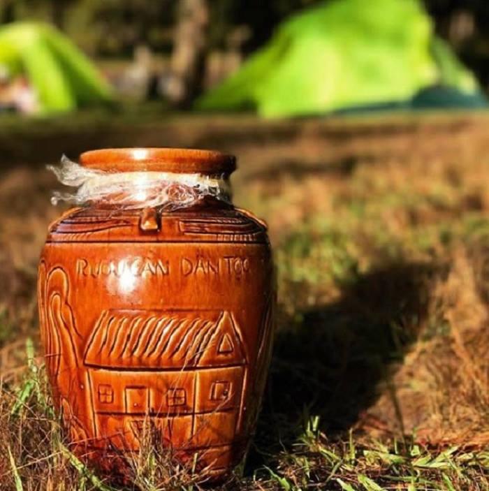 Rượu cần là đặc sản lâu đời của đồng bào các dân tộc Tây Nguyên.