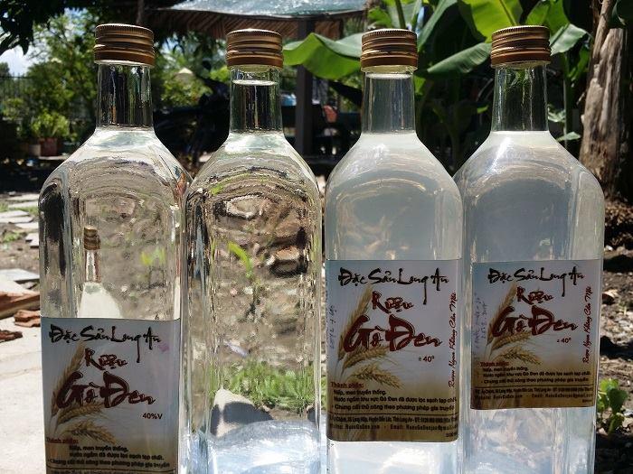 Rượu Gò Đen được nấu bằng chính loại nếp trồng tại địa phương.
