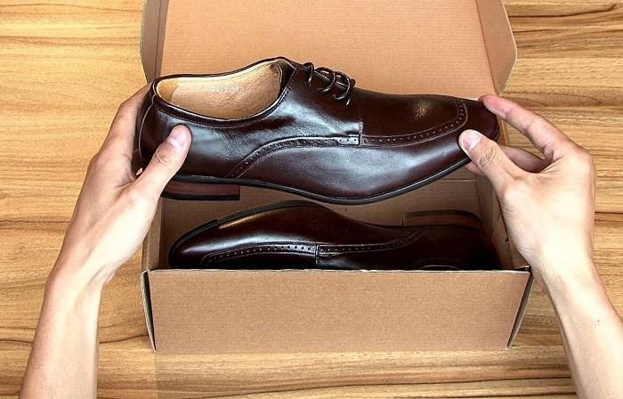 Tặng bố vợ đôi giày da chất lừ để đi ngày Tết