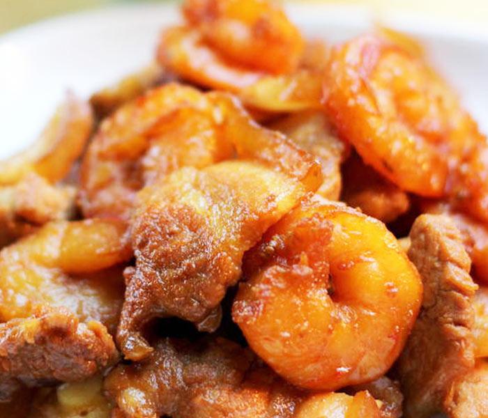 Tôm khô rim thịt là món ăn không còn xa lạ với nhiều người